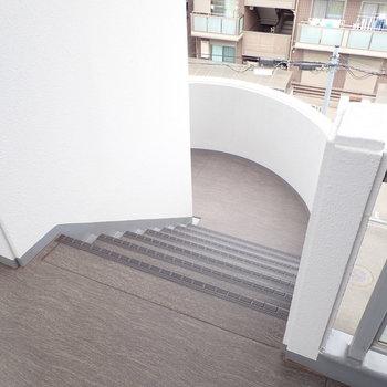 【共用部】せっせと階段で!軽い運動気分でたたんとステップ!