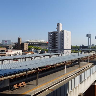 目の前に鶴ケ丘駅、長居スタジアム!
