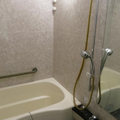 お風呂、浴室乾燥機あり、機能的!