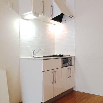 きれいなキッチンに、2口ガスコンロ。