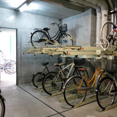 自転車置場はAL内の中です。