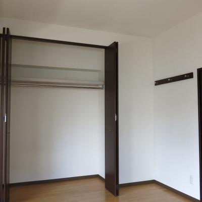 シンプルな室内デザイン