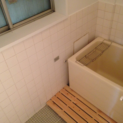 バランス釜のお風呂。レトロですなぁ。