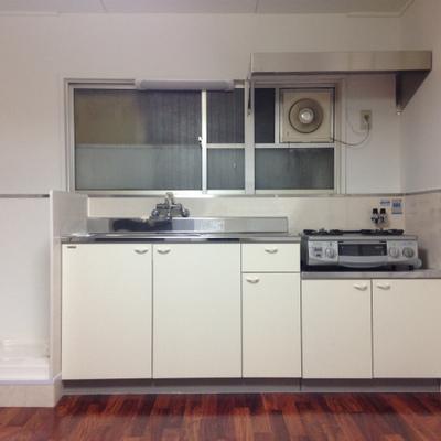 キッチンはガスコンロ設置済み。