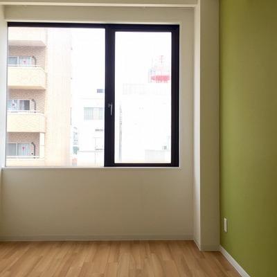 部屋によって、壁の色が違います