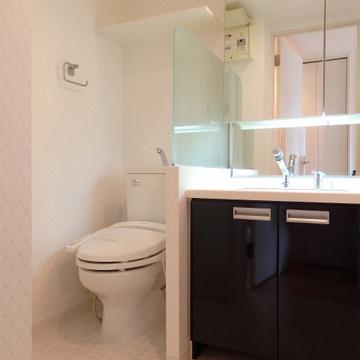 洗面台、トイレは隣同士