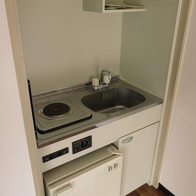 キッチンはラジエターコンロで古め