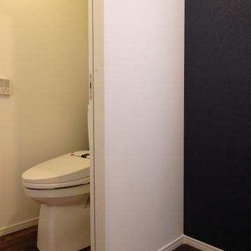 お隣にはきれいなトイレ