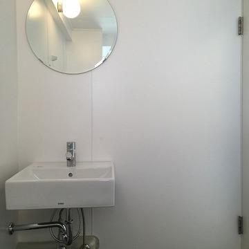 浴室が大きいので、、、一緒に洗面台を設置してます。可愛い!!