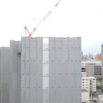 只今目の前の建物工事中です。