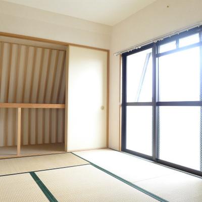 和室の押し入れは斜めとユニーク。