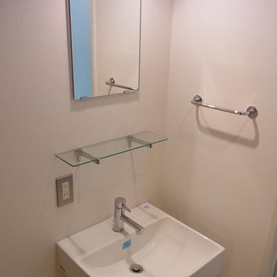 洗面台シンプルですが清潔感あります。