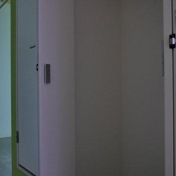収納は、廊下にあります。