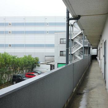 共用廊下は雨しのげます。