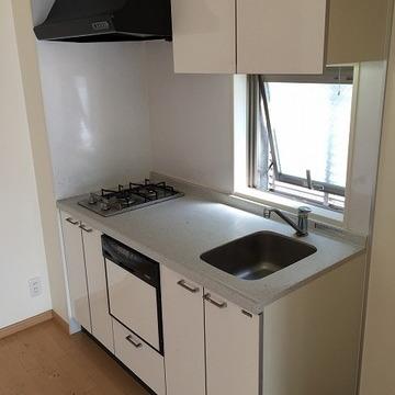 キッチンに窓と食器洗浄機!?