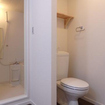 トイレは洗面台の隣に※ウォシュレット取り付けます