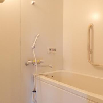 お風呂はどシンプル。高温差し湯が可能