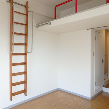 階段は壁に掛けておくのも良い