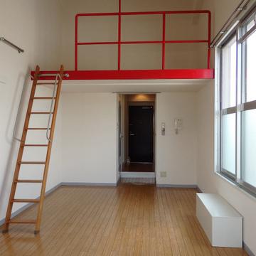 ロフト付きで天井が高い最上階のお部屋
