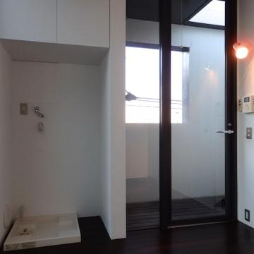 玄関スペースも開放的な造り。※写真は前回募集時のものです