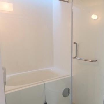 お風呂もシンプルオシャレになっています。※写真は前回募集時のものです