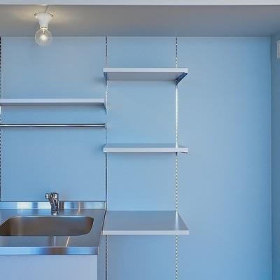 キッチンには可動式の棚があって便利ですね!