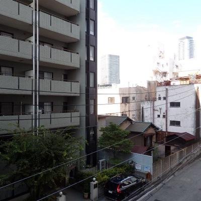 京町堀、裏手の風景は落ち着いています