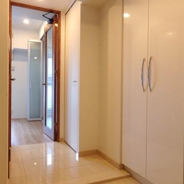 玄関が広いのが特徴!大きな靴箱が2台あるのでだいぶ入りますよ