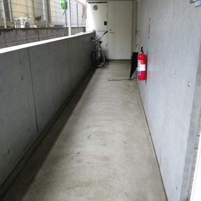 共有部の廊下。