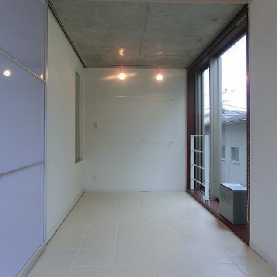 こちらも、窓が大きい!仕切ってもいい感じです。※写真は同じ間取りの3階のお部屋