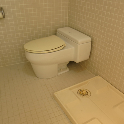 洗濯機置き場とトイレ。