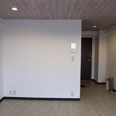 部屋はワイドで広がりがあります