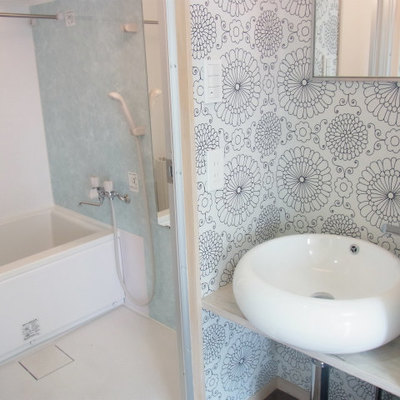 可愛い壁紙!独立洗面台&お風呂です