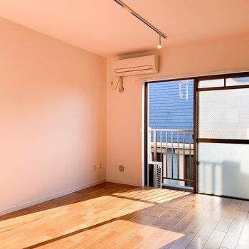 広いリビングに、どんな家具を置こうかな?