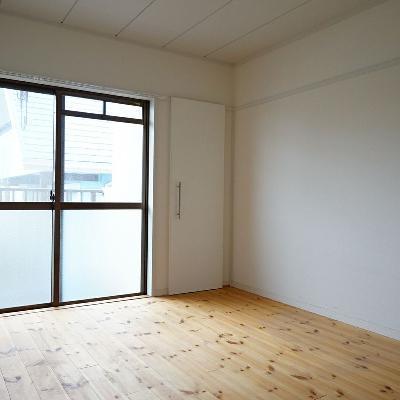寝室はこちら!西向きの窓が◎※写真は前回募集時のもの