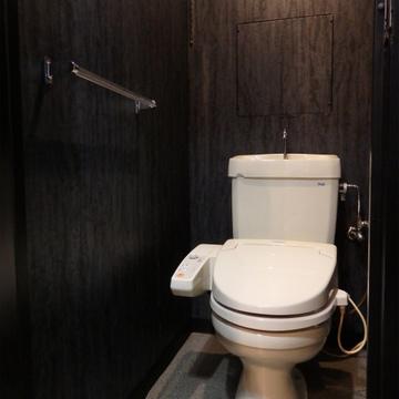 トイレも落ち着いた感じでステキ。