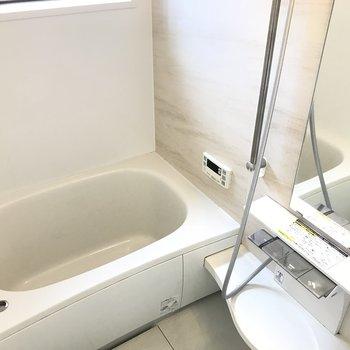 お風呂には浴室乾燥、追い焚き付き!