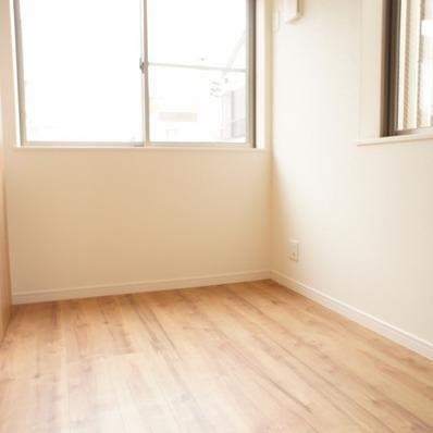 キッチン奥の洋室 ※1階似た間取り別部屋の写真です