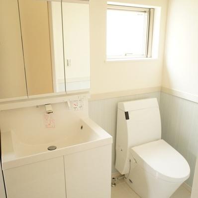 洗面台広めでいいですね ※1階似た間取り別部屋の写真です