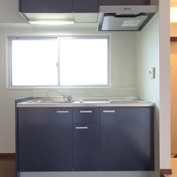 キッチンにも窓があり、お部屋を明るくしてくれています。
