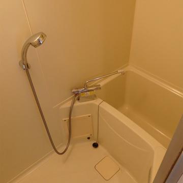 お風呂は少し狭い