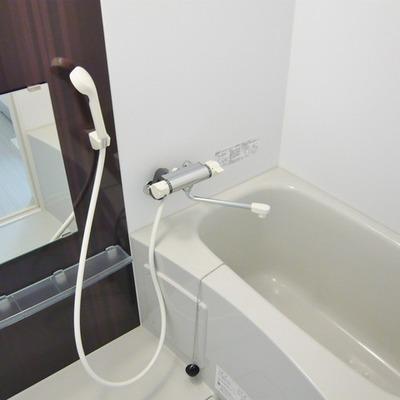 お風呂は浴室乾燥機付きですよ。