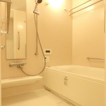 広々としたお風呂。もちろん、浴室乾燥も追い焚きもついています