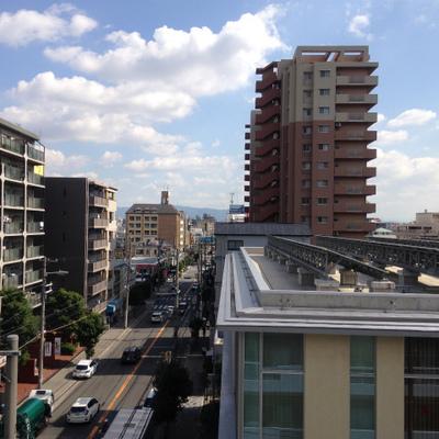 5階からの眺望。美章園駅はまっすぐ行ったところになります。
