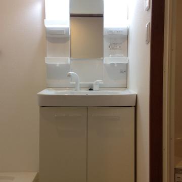 独立洗面台もきれいです。