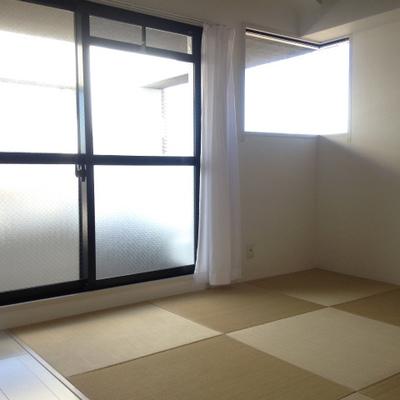 モダンな雰囲気の琉球畳のお部屋。
