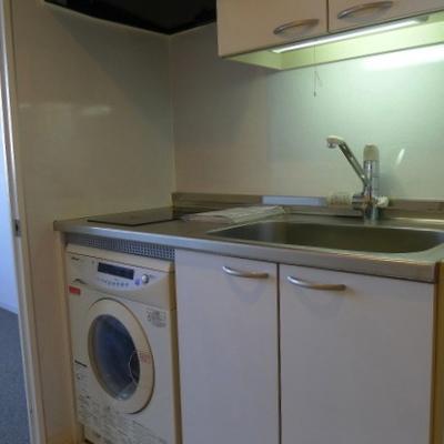 ドラム式の洗濯機付き!