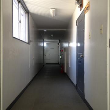 ブルーの扉が可愛らしい!