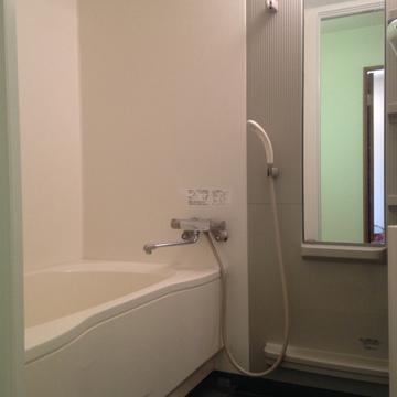 お風呂、広いです。浴室乾燥も付いてます。