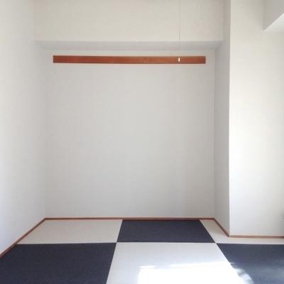 個性的なモノトーンの琉球畳のお部屋。